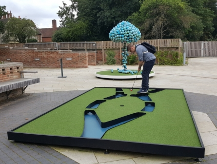 Artainment and minigolf
